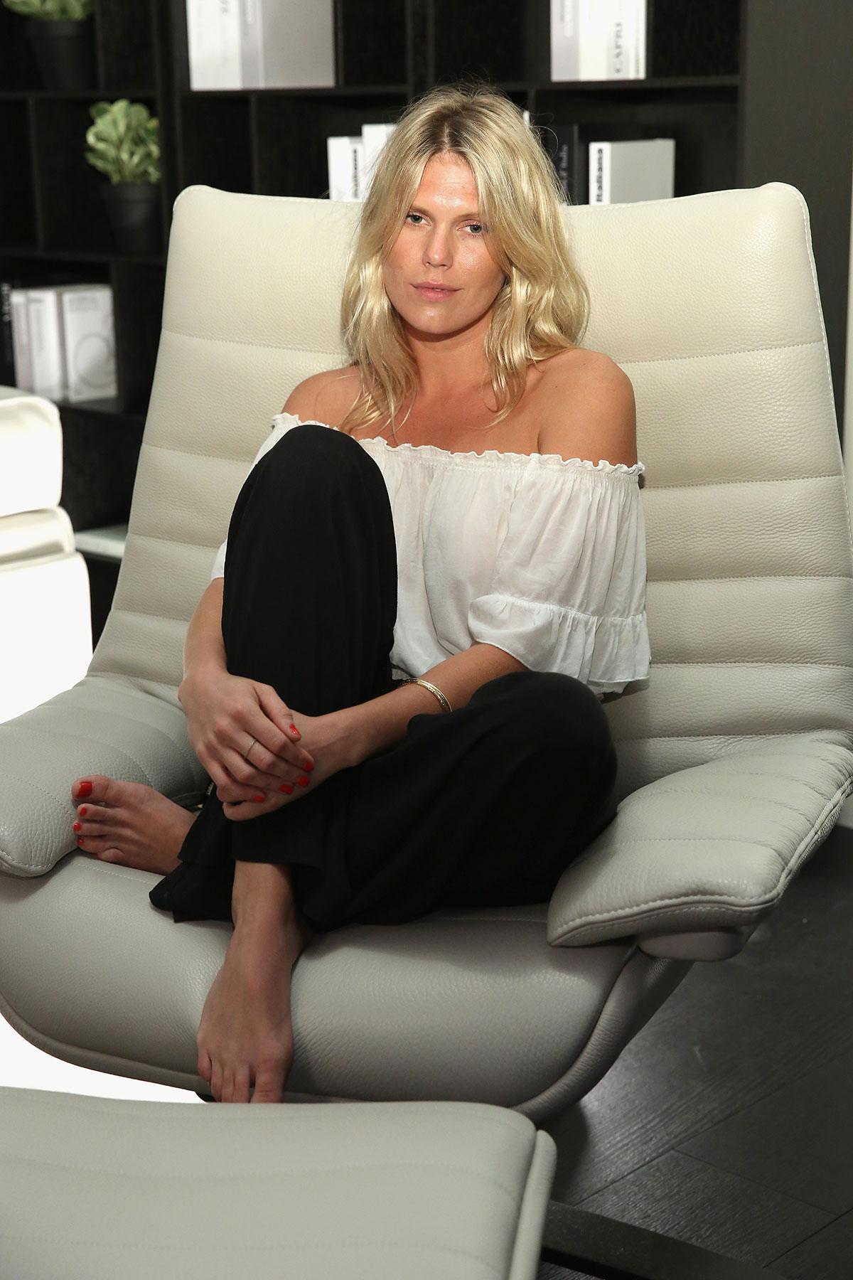 NATUZZI_Miami_ALEXANDRA_RICHARDS-on-the-Natuzzi-Revive-armchair_Photo-by-Monica-Schipper_Getty-Images.jpg