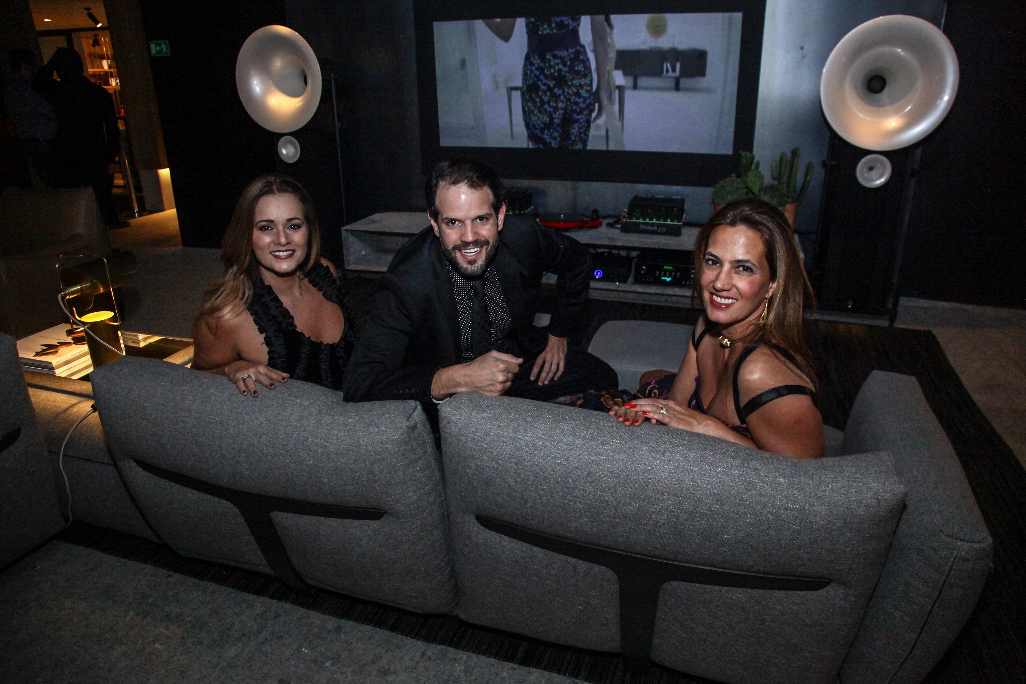 Mônica Pinto, Arnaldo Pinho e Isabel Veiga_Crédito_Ariel Costa.jpg